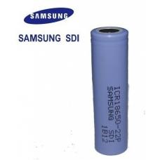 Аккумуляторы высокой емкости Samsung IСR18650-22P 2200mah на белом фоне