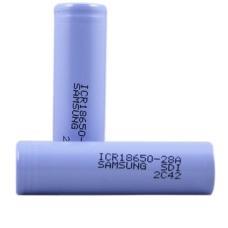 Аккумуляторы высокой емкости Samsung IСR18650-28A 2800mah на белом фоне