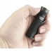 Компактный фонарь Eagtac D25C Clicky в руке пользователя