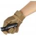 Olight S2 Baton в руке пользователя
